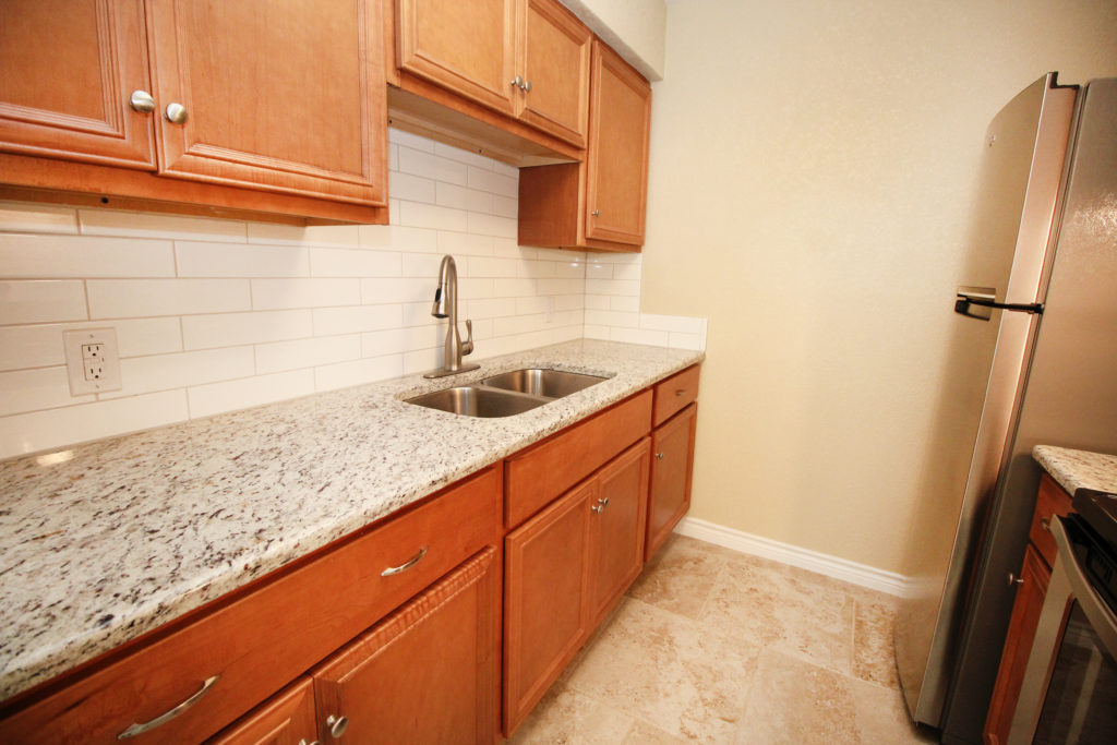 6611 southpoint kitchen 2